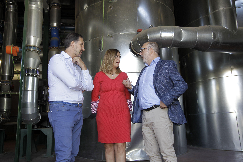Alberto Gómez con Virginia Barcones y Miguel Latorre en la central de Soria