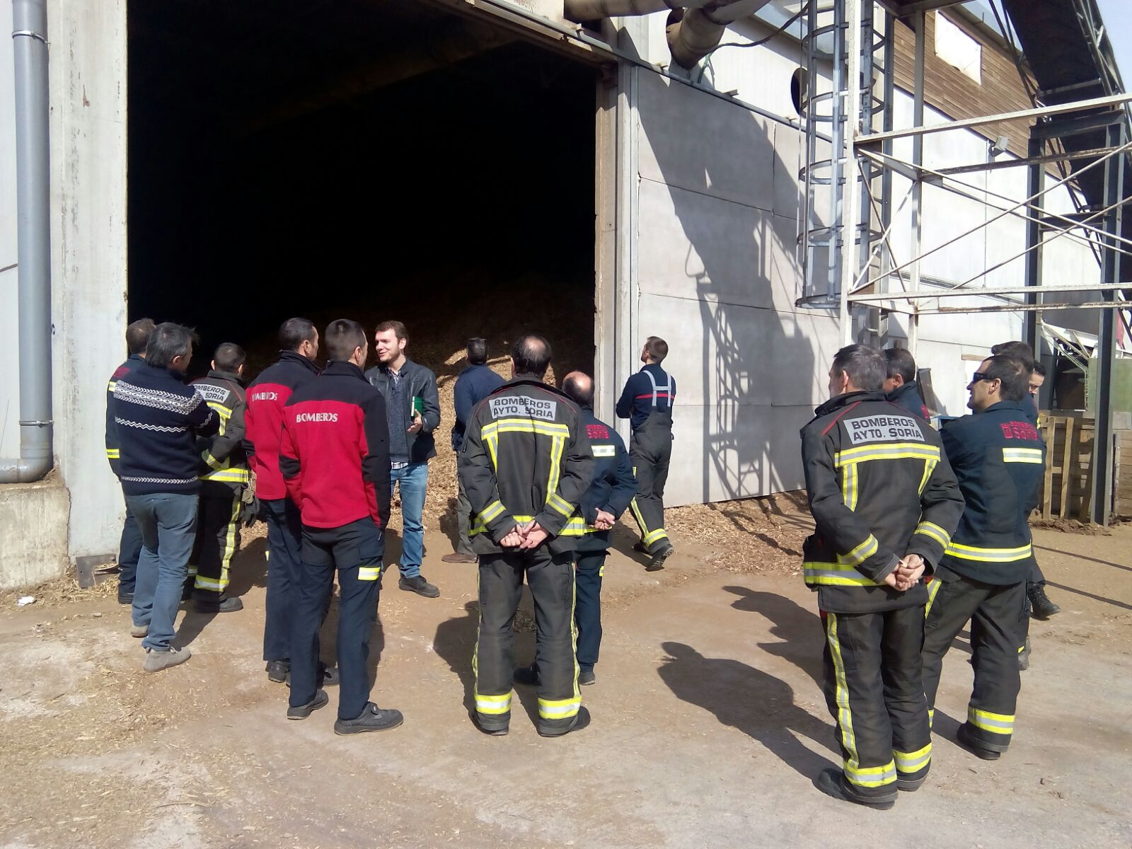 Visita de los bomberos de Soria a la central térmica