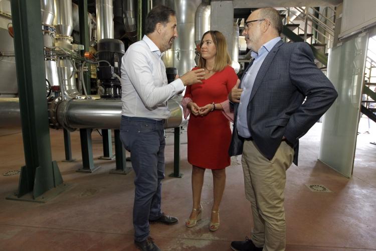 REBI SLU: Virginia Barcones conoce el funcionamiento de la Red de Calor con Biomasa de Soria en su visita a la central