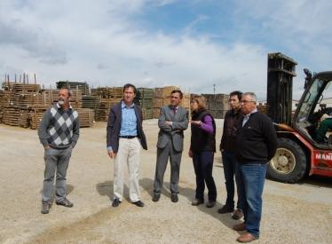 REBI SLU: El presidente de la Diputación de Soria visita la empresa fábrica de pellets de Amatex en Cabrejas del Pinar